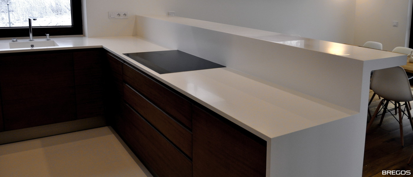 biały blat kuchenny solid surface