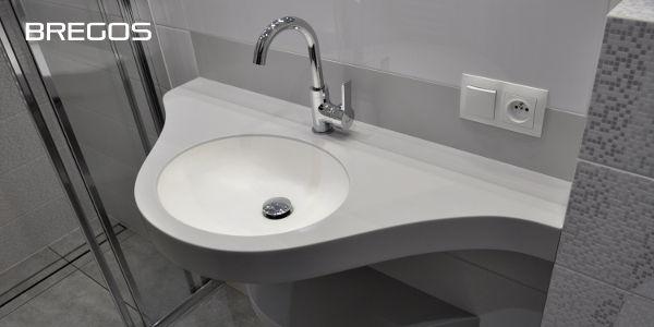 Blat łazienkowy szary z białą umywalką