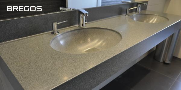 Blaty łazienkowe z umywalkami w kolorze blatu